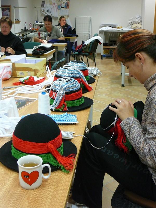 b81ba46cf6f Výroba krojových klobouků